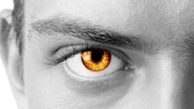 amber-eyes-man-678x381